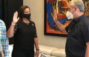 Gonzalo Castillo juramenta a Johnny Jones y a excandidata a alcaldesa del PRSC